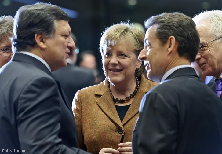 Az Európai Bizottság korábbi elnöke José Manuel Barroso, Angela Merkel német kancellár, és Nicolas Sarkozy korábbi francia elnök 2012. március 2-án