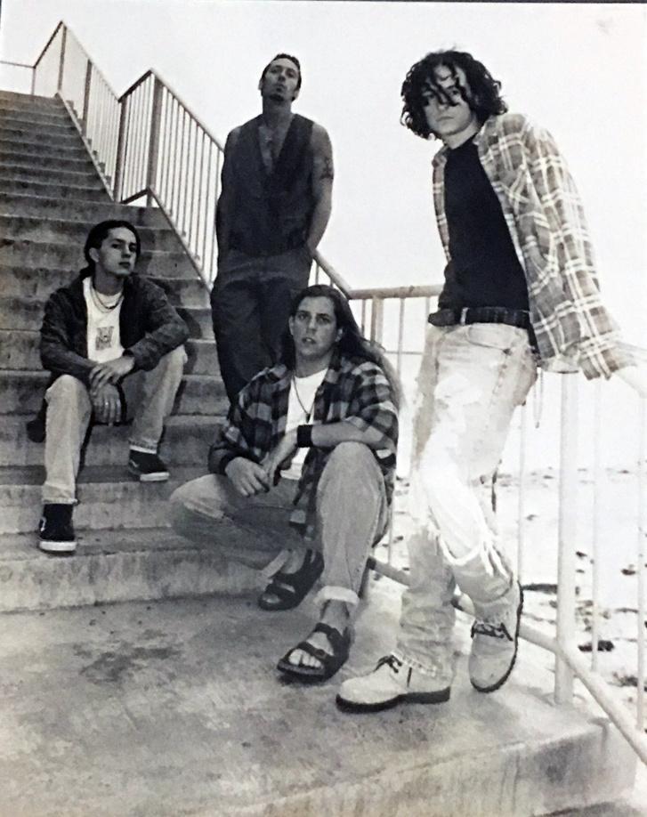 Grey Daze, 1995. Chester Bennington (jobb oldalon), Sean Dowdell (középen, lenn)