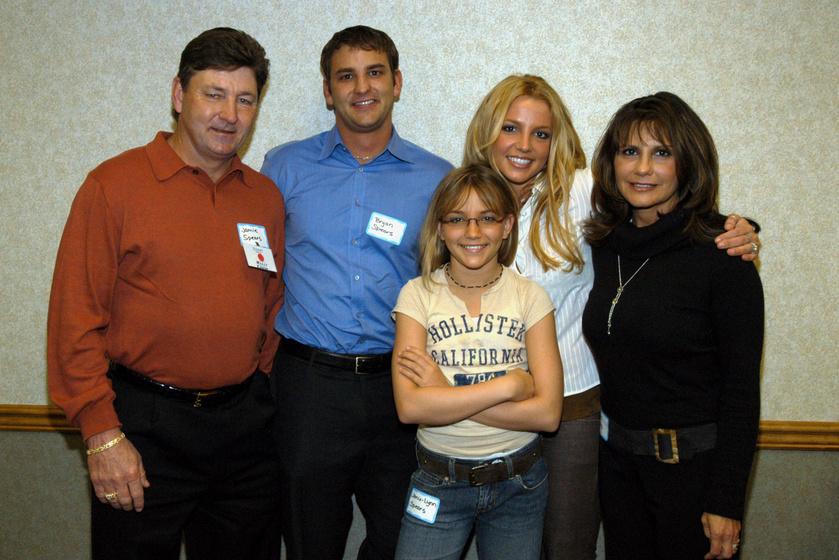 Britney Spears édesapjával, édesanyjával, bátyjával és húgával 2003-ban.