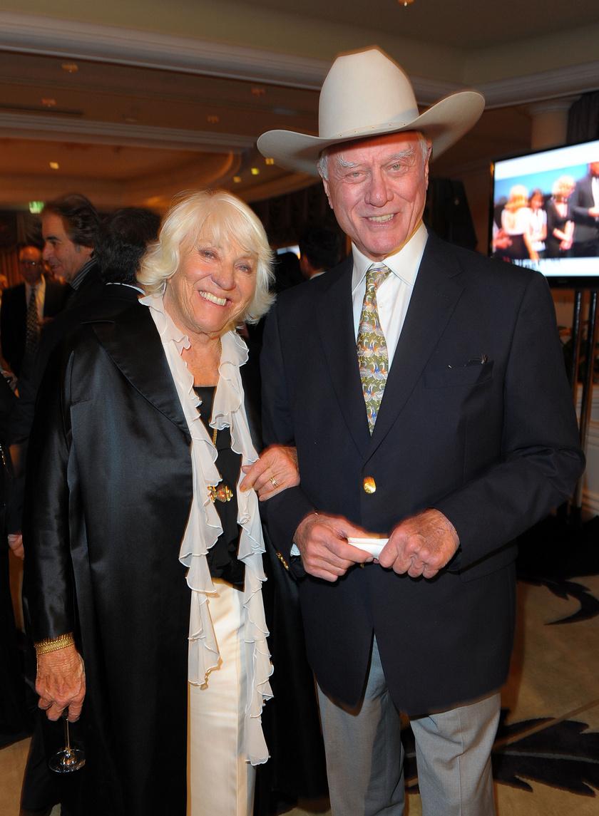 Larry Hagmannek 1954-ben mondta ki a boldogító igent Maj Axelsson. Az asszony mindenben támogatta a férjét, akinek munkája a kezdetekben rengeteg költözéssel járt. A színész állítása szerint szinte nomád életet éltek ekkoriban.