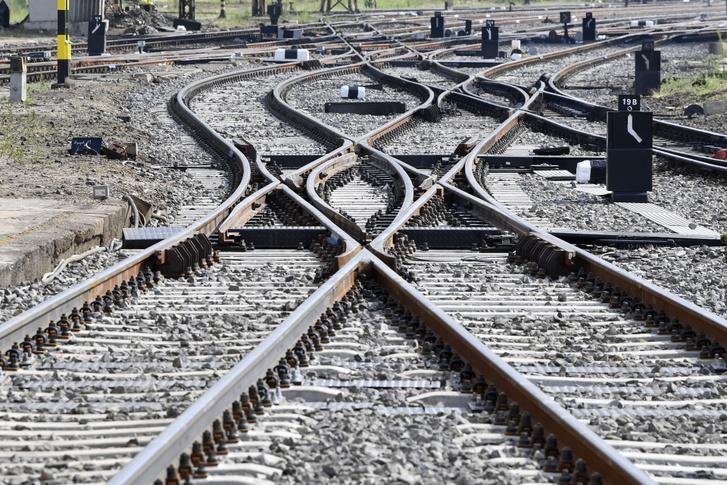 Kicserélt átszeléses kitérők (angolváltók) a Nyugati pályaudvarnál 2021. július 18-án
