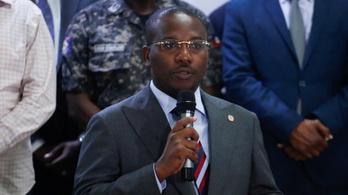 Az ügyvivő haiti miniszterelnök beleegyezett abba, hogy távozik tisztségéből