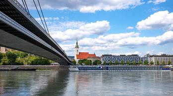 Tetőzik a Duna, Pozsonyban már több terület víz alatt van