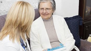 Két kézzel verte az asztalt az orvosnő, mert a páciense nem beszélt románul