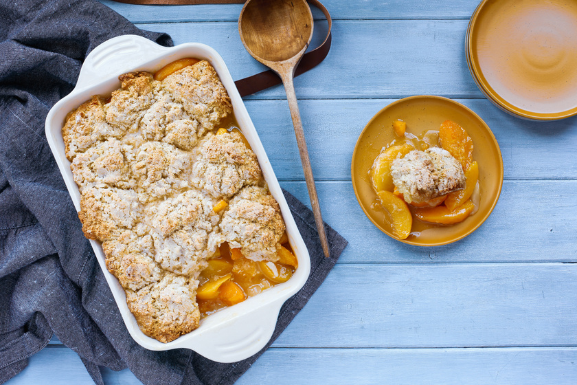Mézédes barackos cobbler Martha Stewart receptje szerint: ezért megéri bekapcsolni a sütőt