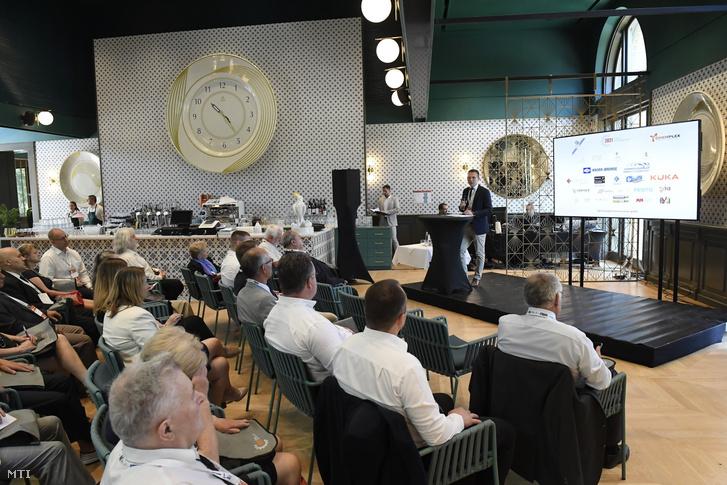 Gulyás Tibor, az Innovációs és Technológiai Minisztérium (ITM) innovációért felelős helyettes államtitkára beszédet mond a Magyar Ipari Célgép Nagydíj díjátadójának megnyitóján a budapesti Millennium Házában, a Városligetben