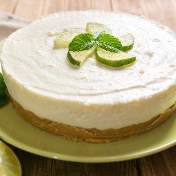 Citromos sajttorta sütés nélkül: a forró napokon különösen jólesik a hűsítő desszert
