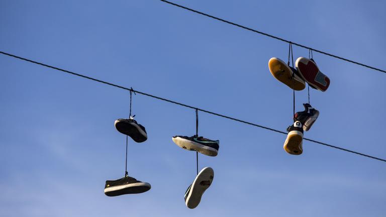 Hogy kerül a cipő a magasba?