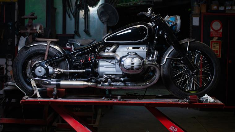 Sapka BMW R18: az ergonómia és a vagányság örök harca