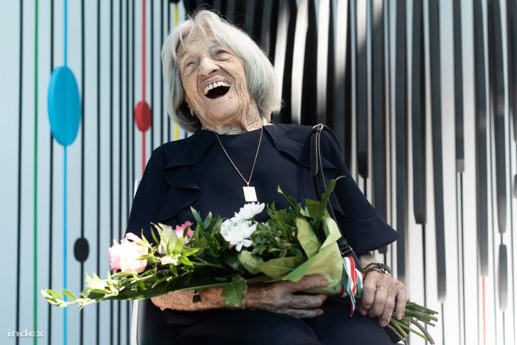 Keleti Ágnes, a legidősebb élő olimpiai bajnok élvezte a megnyitó minden percét