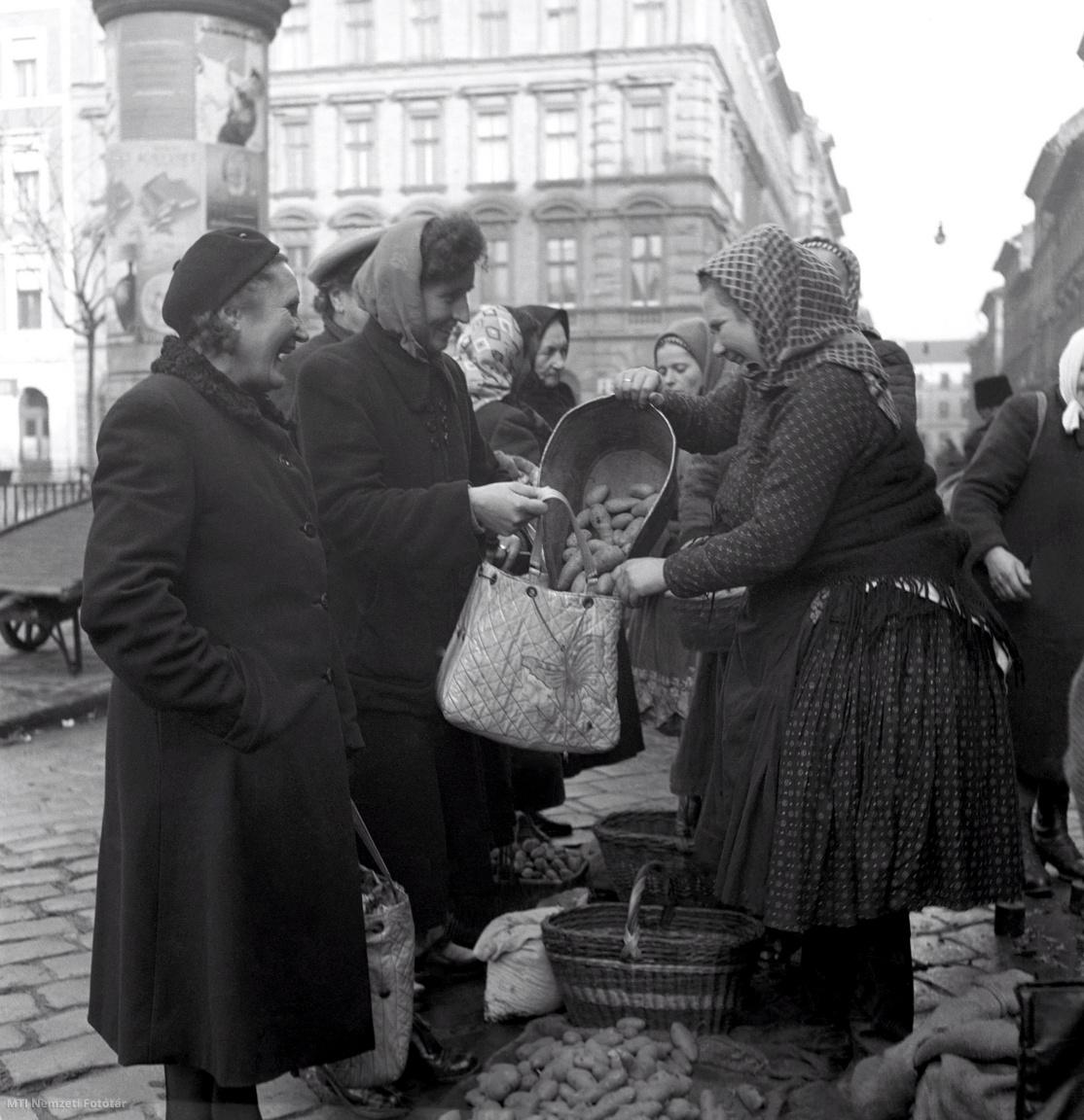 A Hunyadi téri piac 1954. december 20-án.