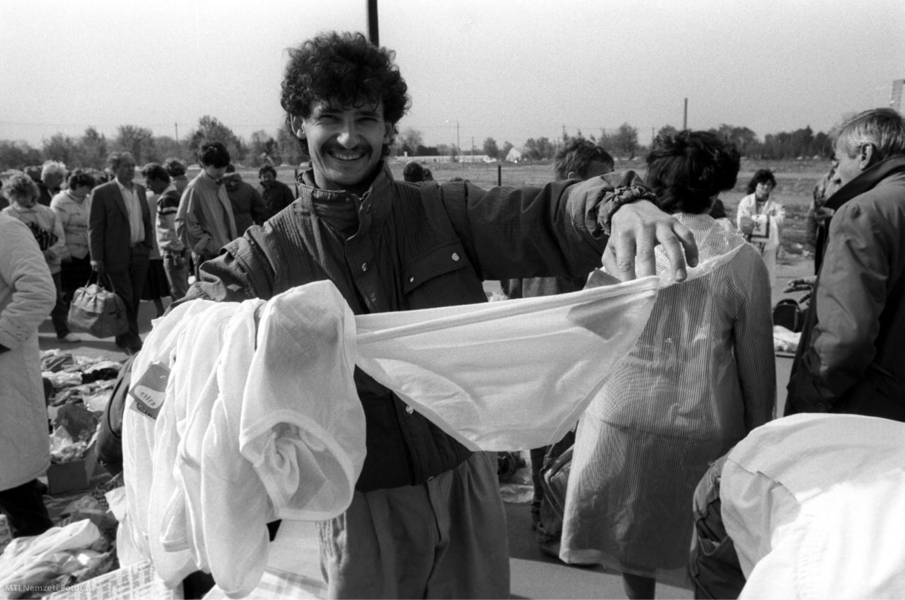 Szeged 1990. április 30. Szinte mindent meg lehetett venni a Cserepes sori piacon.