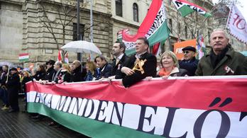 Bayer Zsolt tudja, ki az ellenség, a Békemenetet az amerikai nagykövetségtől indítaná