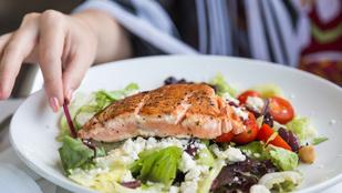 Sült hal fetával és aszalt paradicsommal – remek nyári ebéd, ami gyorsan elkészül