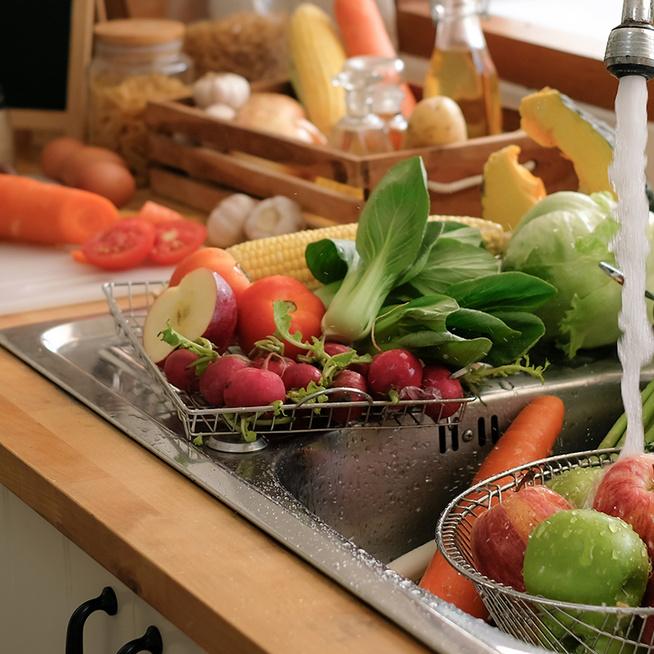 Így mosd meg a zöldségeket és a gyümölcsöket: ne meleg vízzel öblítsd át őket