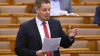 LMP: Külföldi szemét árasztja el Magyarországot, ha a kormányon múlik