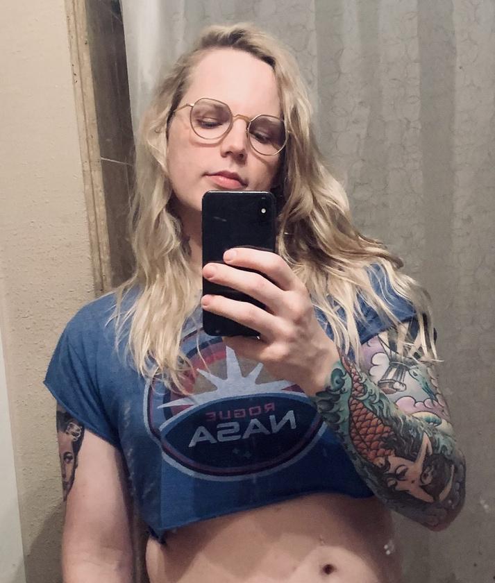 Rushing csak tavaly vállalta fel a nyilvánosság előtt, hogy transznemű
