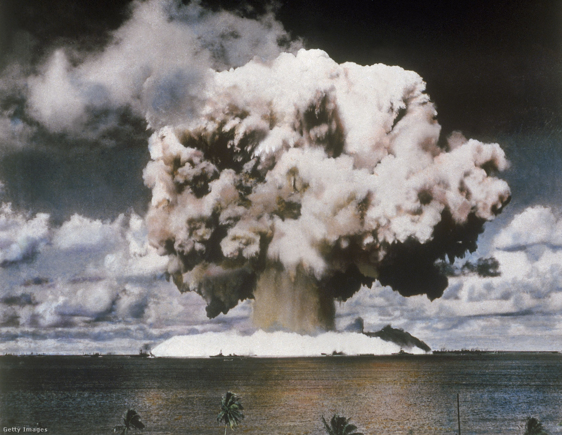 Az amerikai hadsereg tesztrobbantása 1946. július és augusztus között a Marshall-szigetek közelében