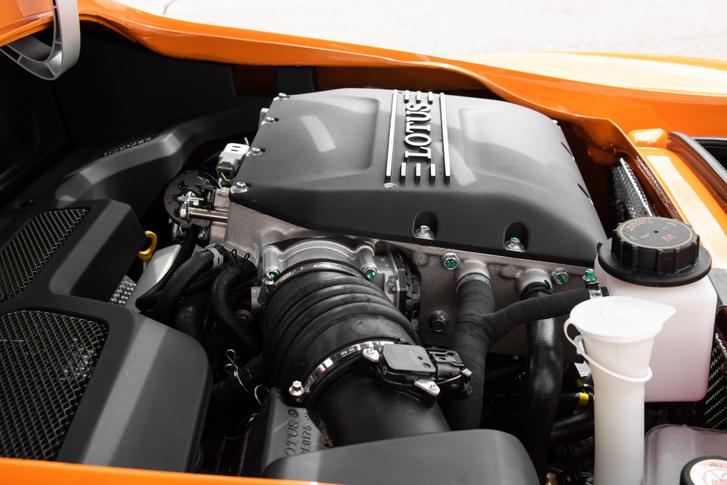 3,5 literes V6 a Toyotától és egy kompresszor a tetején