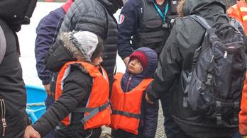 A britek fizetnek a franciáknak, csak ne engedjék át az illegális bevándorlókat