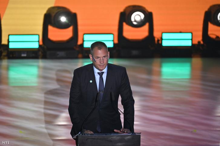 Kulcsár Krisztián, a Magyar Olimpiai Bizottság (MOB) elnöke beszédet mond a tavalyról idénre halasztott, július 23. és augusztus 8. között Tokióban megrendezésre kerülő olimpián versenyző magyar csapat tagjainak eskütételén a budapesti Nemzeti Táncszínházban 2021. július 1-jén
