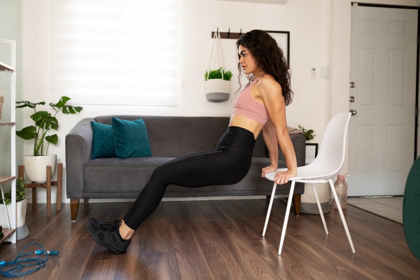 Tricepsz edzése széken.
