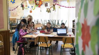 Pedagógusok ezrei hiányoznak az oktatásból