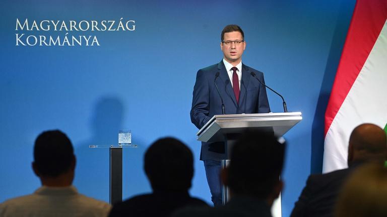 Gulyás Gergely: A kormány azt tervezi, hogy újabb ágazatokra terjeszti ki a kötelező oltást