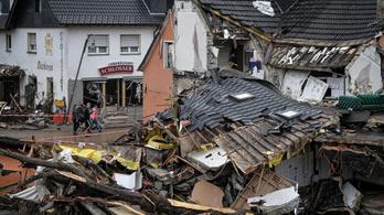 Angela Merkel: Hatalmas károkat okoztak az áradások, az újjáépítés sokáig tart