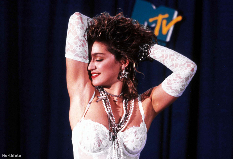 Lemezszerződését a Sire Records-szal 1982-ben írta alá, a következő évben pedig kiadta első önálló albumát Madonna címmel