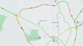 Kamionnal ütközött egy autó Veszprémnél