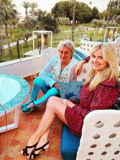 Rod Stewart és Penny között 26 év a korkülönbség, erről sokszor kérdezik őket különböző műsorokban. Az egykori modell elárulta, köztük ez egyáltalán nem téma, ugyanis férje olyan energikus, mint egy 35 éves.