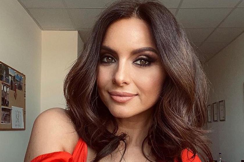 Zséda fürdőruhás fotókat posztolt: a 46 éves énekesnő karcsú, mint a nádszál