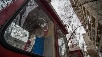 Százmilliókat bukik a Telekom a nyilvános telefonokon