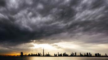 Olyan pokoli a forróság Dubajban, hogy drónokkal idéznek elő mesterséges esőt