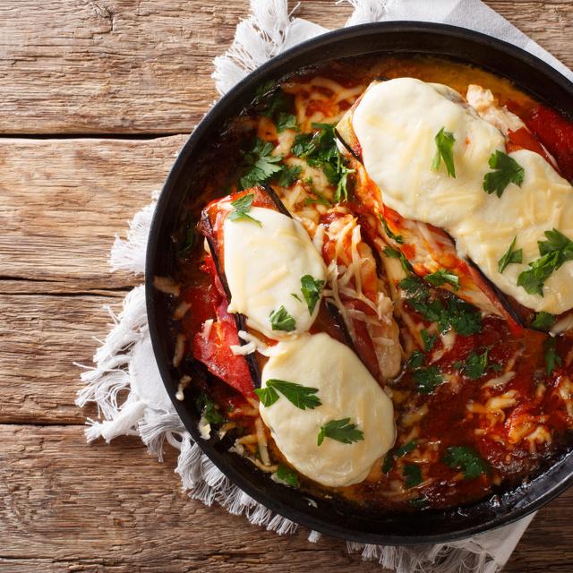 Padlizsános, paradicsomos tepsis csirkemell: sok sajttal, finom szaftosan