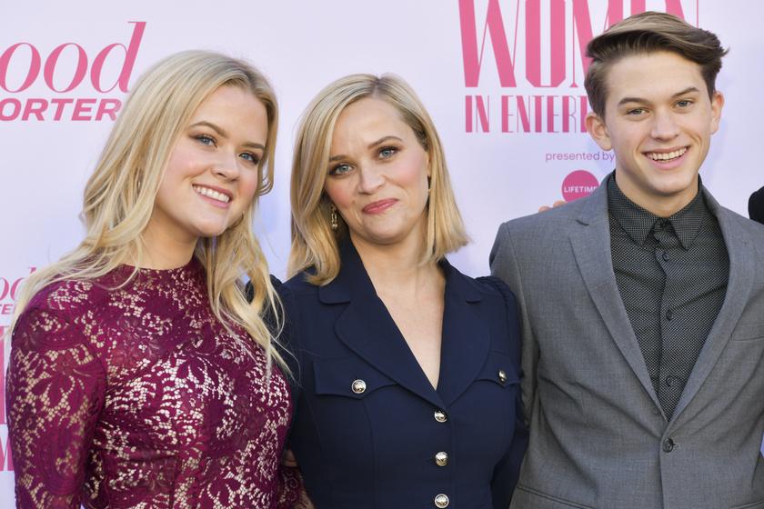 Reese Witherspoon és két idősebb gyermeke, Ava és Deacon.