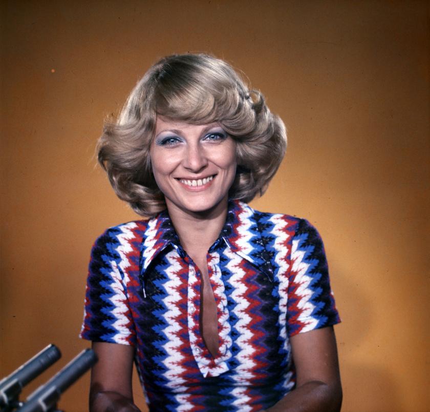 Kudlik Júlia tévébemondó 1975-ben a Magyar Televízió stúdiójában.
