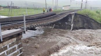 Összeomlott a transzszibériai vasút hídja