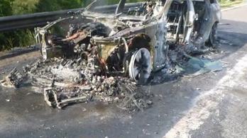 Percek alatt kiégett egy BMW az M7-esen