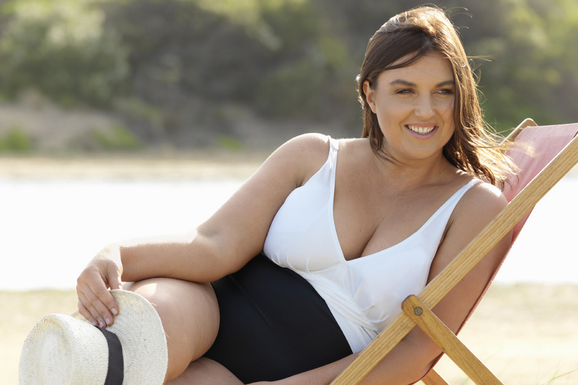Nőies, alakformáló fürdőruhák moletteknek: 10 darab, ami extra magabiztosságot ad a strandon