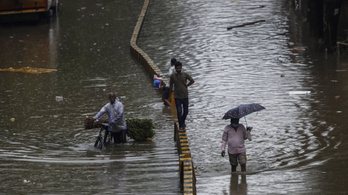 Rengetegen meghaltak Indiában a monszuneső miatt