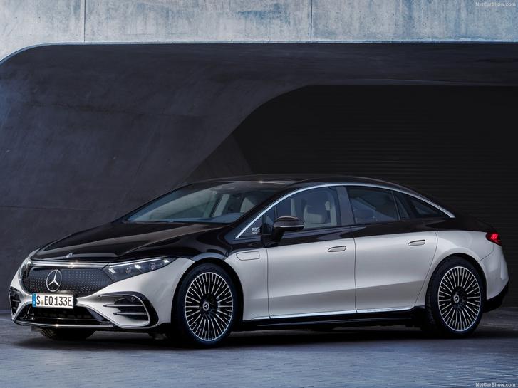 Elképesztő az a technikai színvonal, amit az új elektromos S-osztály, a Mercedes EQS felvonultat. Elég lesz a győzelemhez?