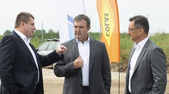 Palkovics László 2025-re minden megyei jogú városnak négysávos utat ígér