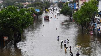 Sokkoló képek: mindent elönt a víz Indiában, rengeteg az áldozat