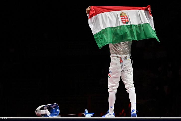 Szilágyi Áron ünnepel az olimpiai bajnoki cím megszerzése után