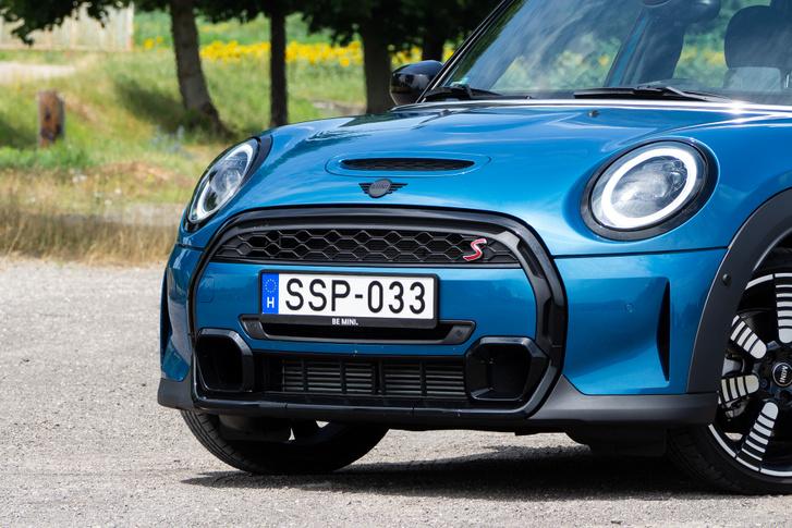 Mondhatnánk, hogy a Mini csajos autó, de szerintem teljesen uniszex