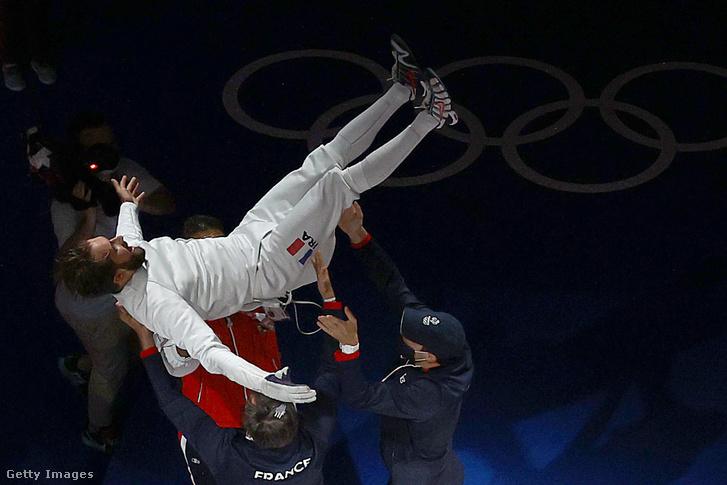 Romain Cannone ünnepel a férfi párbajtőr döntője után