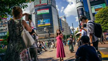 Magyar szurkolás Tokió legismertebb kereszteződésében