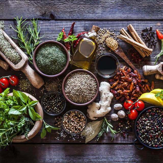 Nem csak fűszerpaprikából áll a világ: használj fűszernövényeket, és kinyílik a világ!
